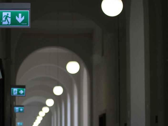 Referenz Notbeleuchtung Kunstakademie Düsseldorf Gang